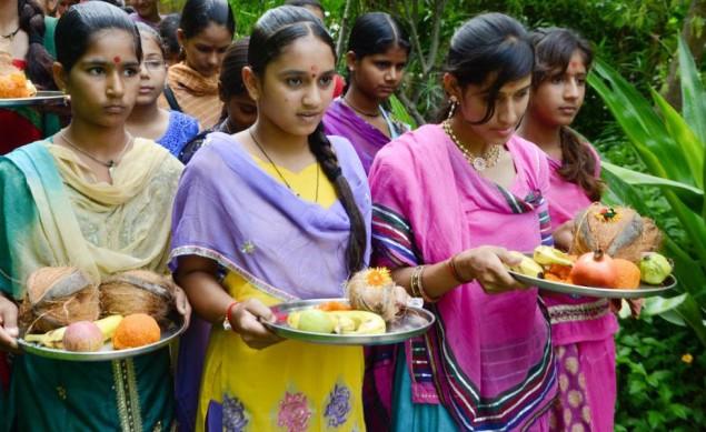 A vila indiana onde se celebra o nascimento de cada menina plantando mais de 100 árvores - image 3