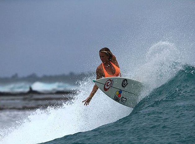 Surfista grávida e com braço amputado te vai deixar com vergonha de ter sempre desculpas - image 4