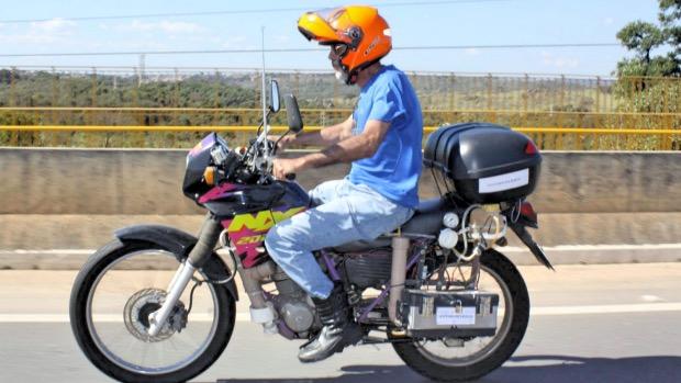 Ele inventou uma moto capaz de percorrer até 500Km com apenas 1 litro de água!!! - image 3