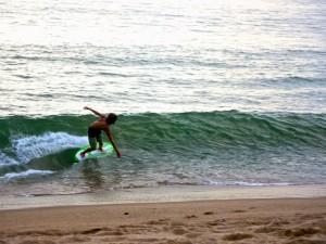 Skimboard, o 'skate das praias'.