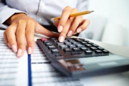 Nove dicas para economizares dinheiro no teu dia a dia